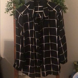 Blouse black and white long sleeves.